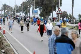 Spaziergänger-Ansturm auf Paseo Marítimo in Palma