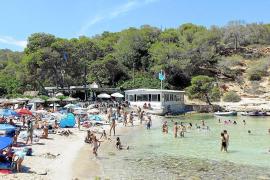 Calvià legt Mindestabstand zwischen Sonnenschirmen fest