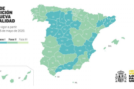 Die Karte zeigt, welche spanischen Regionen in Phase 2 starten dürfen (grün) und welche in Phase 1 verbleiben oder aus Phase 0 dorthin wechseln (blau).