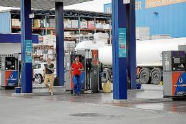 Tankstelle verwechselt Treibstoff: 17 Autos futsch